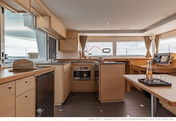Sailing catamaran Evi - The salon