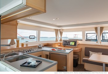 Sailing catamaran Evi - The salon