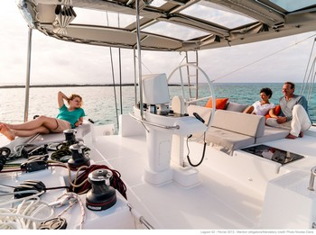Sailing catamaran Nicolas - The flybridge