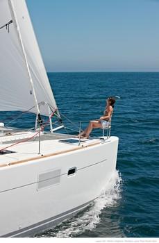 Sailing catamaran Evi - The bow